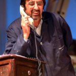 Enzo Colacino al telefono