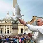 Papa Francesco con colomba