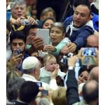 Papa Francesco con i gitani
