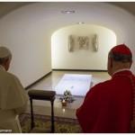 Alla tomba di Paolo VI